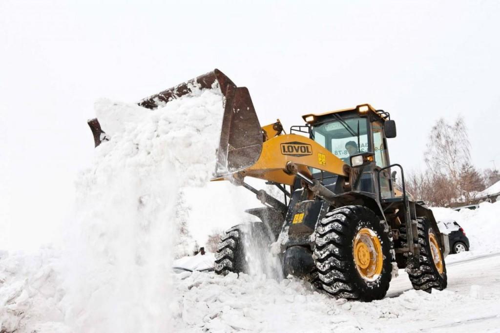 chistka-snega-traktorom